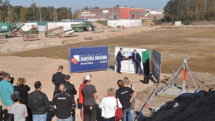 Afbeelding bij Nieuwbouw sporthal Den Burg (Texel) officieel gestart