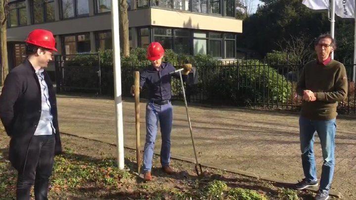 Afbeelding bij Eerste paal Onderwijs-centrum Texel geslagen